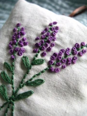 bordado de hojas a mano pequeñas
