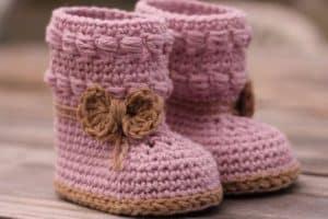 Curiosos botines de bebe a crochet pasos y patrones