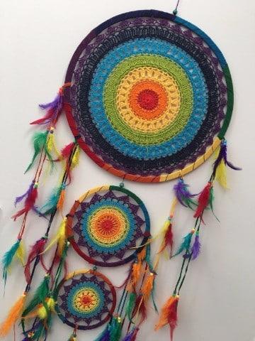 atrapasueños a crochet en arcoiris