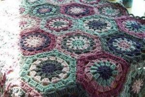 Hermosos modelos de sencillas colchas tejidas a crochet