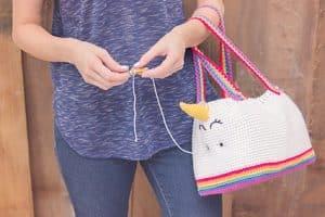 Conoce maneras de como hacer bolsas tejidas a gancho