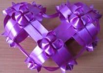Como hacer moños de cinta de agua para decorar regalos