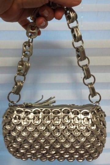 bolsas con anillas de latas paso a paso