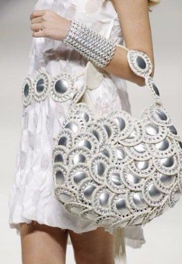 bolsas con anillas de latas y ganchillo