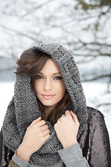 cuellos de lana a dos agujas gris