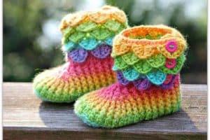 Las más adorables botas tejidas a crochet para niña