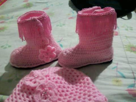 botas tejidas a crochet para niña sencillas