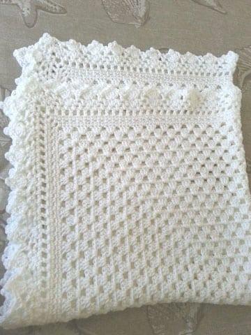 cobijas de bebe en crochet blanca