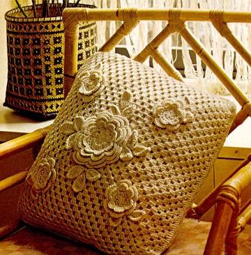 cojines a crochet cuadrados terraza