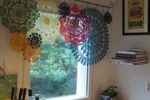 Románticas y lindas cortinas a crochet para ventanas