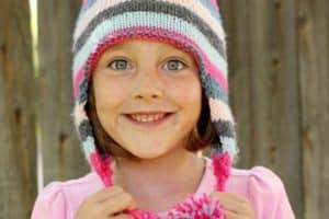 ¿Te animas a hacer estas boinas tejidas para niña?