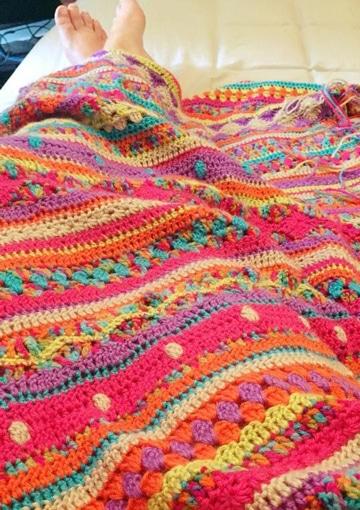 cobijas tejidas a gancho multicolor