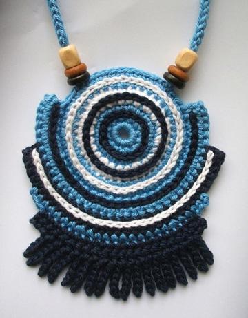 como hacer collares tejidos azul