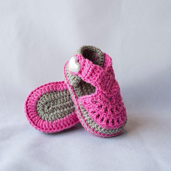 escarpines tejidos al crochet para niña