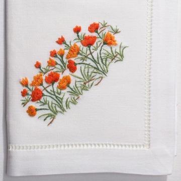 puntadas para bordar flores en servilleta