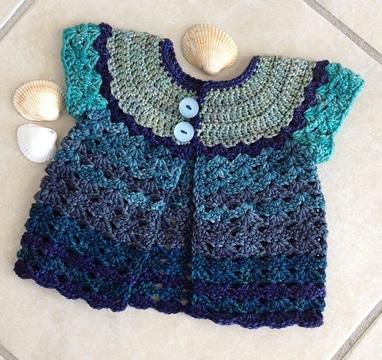 saquito de bebe a crochet tonos azules