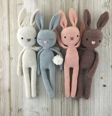 conejos tejidos a crochet de colores