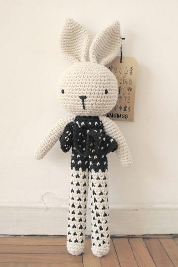 conejos tejidos a crochet de pie
