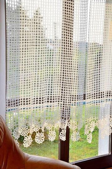 Para ambientes acogedores las cortinas tejidas a gancho for Cortinas de gancho para cocina