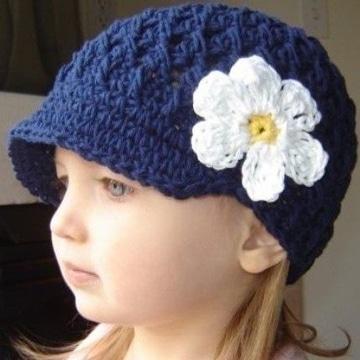 gorros para niña en crochet con flor