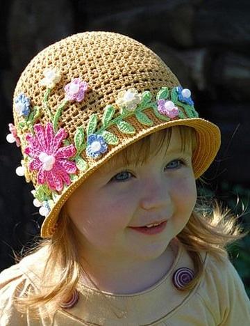gorros para niña en crochet decorados