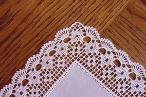 Las orillas a crochet para manteles, un clásico atemporal