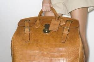 Las bolsas grandes para dama más que una onda del maximalismo