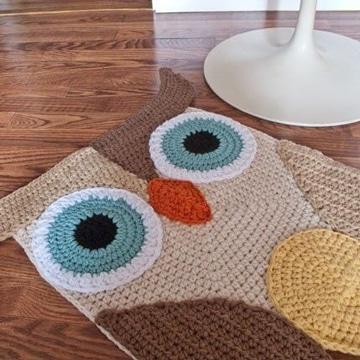 buhos tejidos al crochet en tapete