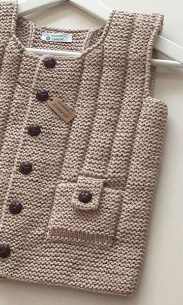 chalecos de niños tejidos a palillos para regalar