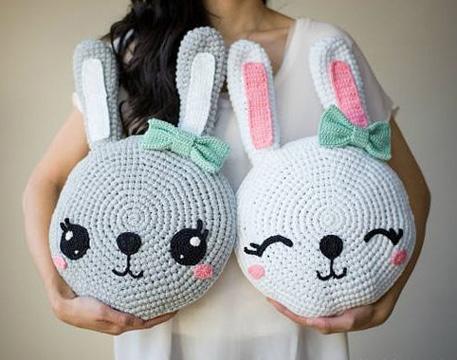 cojines a crochet para niños de conejitos