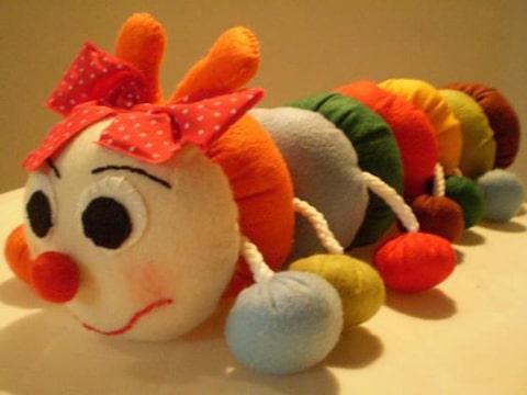 como hacer un gusano de tela para niños