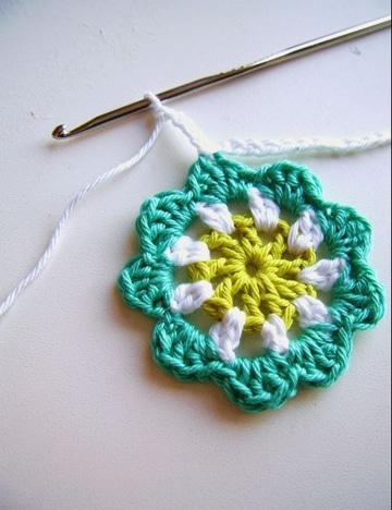 como tejer flores con gancho faciles