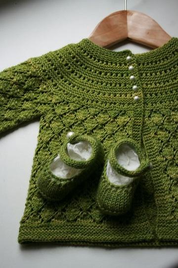 sueter tejido para bebe en dos agujas verde