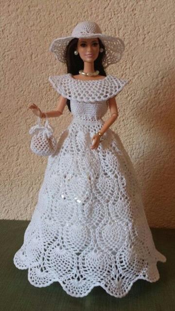 vestidos de muñecas a crochet blancos