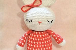 Toda una suerte que regales un lindo conejo tejido a crochet