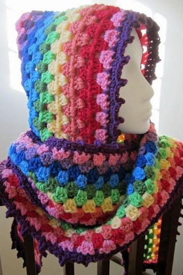 gorros y bufandas tejidas de colores