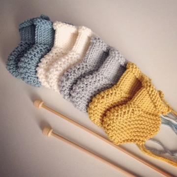 medias tejidas a dos agujas para bebes