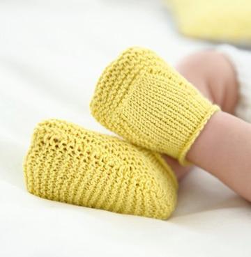 medias tejidas a dos agujas recien nacido