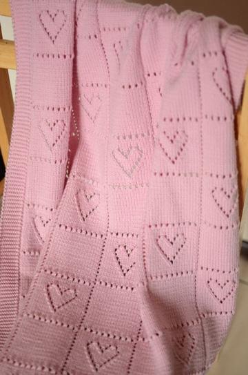 modelos de colchas tejidas a crochet con corazones