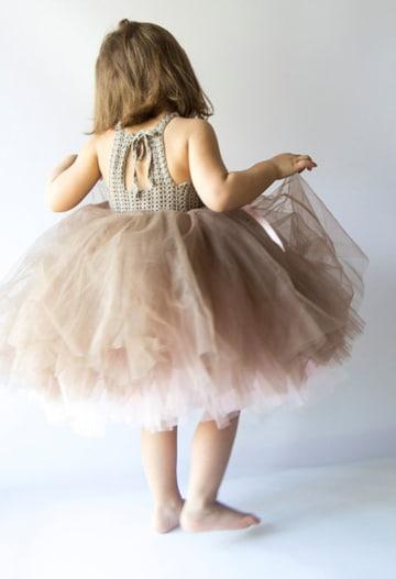 vestidos tejidos con tul para niña coquetos
