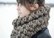 Los diseños 2017 de bufandas tejidas modernas para mujeres