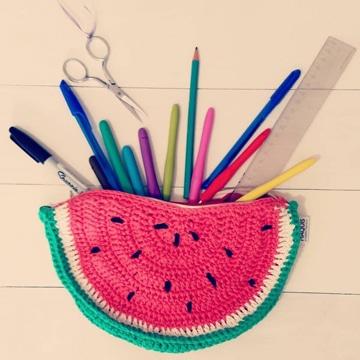 cartucheras tejidas a crochet para chicas