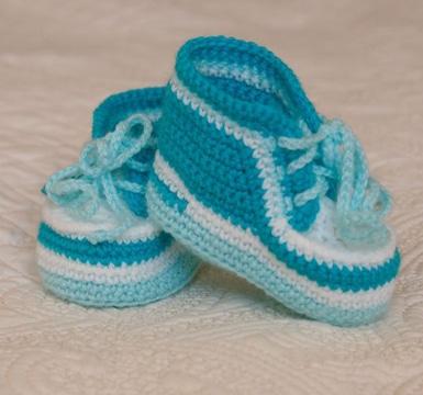 350543c6bb2bc Mira diseños variados de zapatos tejidos para bebe varon