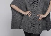 Tan sencillo como el poncho rectangular tejido a dos agujas