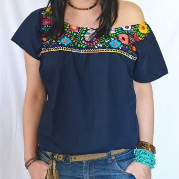 blusas artesanales bordadas con toque moderno