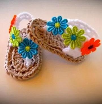 imagenes de zapatos tejidos para bebe con flores