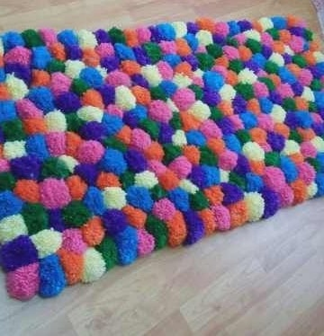 Aprende a hacer en minutos alfombras de pompones for Alfombras de pompones infantiles
