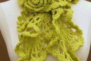 Las bufandas de ganchillo para mujer con flecos y flores