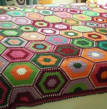 colchas de ganchillo de lana de colores en formas geometricas