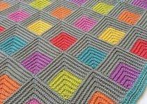 Mira unos diseños de colchas de ganchillo de lana de colores